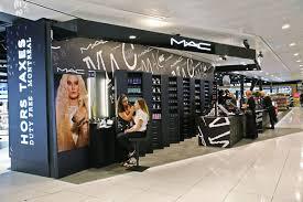 ari opens mac cosmetics counter at montréal trudeau airport