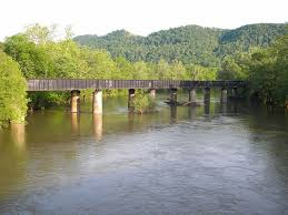 Lowell West Virginia: Summers County: Crossing the Greenbrier River At the  little community of Lowell WV, the CSX li… | West virginia, Scenic views,  Virginia homes