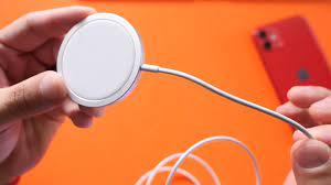 Đế sạc MagSafe có thể sạc cho tất cả các thiết bị chuẩn Qi nhưng trừ món  này của Apple