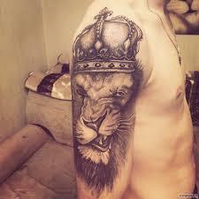 оскал льва в короне тату на плече у парня добавлено иван вишневский