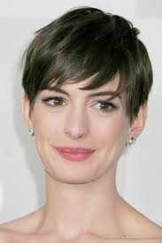 short hairstyles for fine hair oval face keep the length up to your neck and go