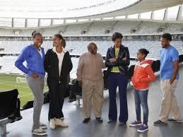 Michelle Obama, Desmond Tutu, Leslie Robinson, Sasha Obama, Malia Obama, Avery  Robinson | 3CHICSPOLITICO