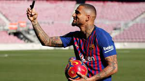 Welcome to the official facebook page of kevin prince boateng twitter Kevin Prince Boateng In Barcelona Messi Zuschauen Sport Sz De