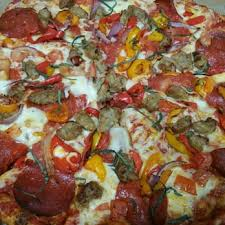 round table pizza find what s good on the