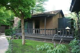 l auberge de sedona cottage with porch and sliding door next to front door