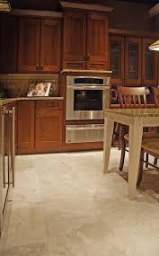 Piastrelle soggiorno e cucina cucine bianche e beige cucina