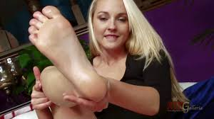 Ashley Stone exposes her bare feet and bald pussy Pornsharing