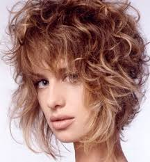 Coupe Cheveux Coiffure Sur Court De Mariage Carré Frisé