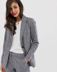 How To Dress For A Video Interview What To Wear To A Job Interview For Women The Trend Spotter