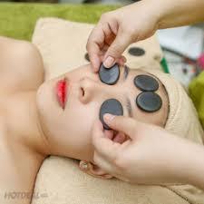 Kết quả hình ảnh cho Spa làm trị liệu chăm sóc da cho vùng mắt.