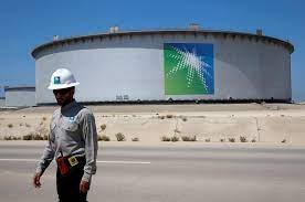 """أرامكو"""" السعودية تبطئ خططها التوسعية لمواجهة انخفاض النفط"""