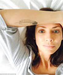 doing their part natalie imbruglia joined other celebrities in posting barefaced selfies for new social a caign wakeupcall placement