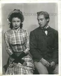 "1942 Press Photo Fredric De Wilde and Hilda Bruce in ""Under this Roof"" |  eBay"