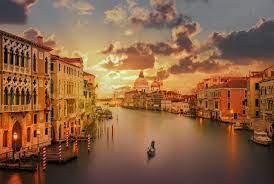 الأعلى كتب وروايات يقع في فينيسيا إيطاليا