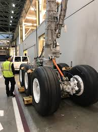 Boeing Landing Gear Design The Size Of The Landing Gear On A Boeing 777 300er