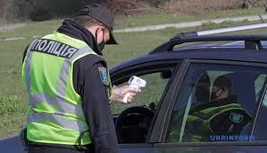 Водіям встановили жорсткі правила поведінки при зупинці автомобіля поліцією