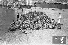 Archivio Fotograficoscheda N36624 Bambini Ed Educatrici Al Mare E