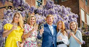 The latest numbers released show that over 1.5 million people broadcast on twitch each month, with over 100 million viewers, again. Still A Dancing Willem Alexander And Maxima On King S Day The Streamers Come To Noordeinde Palace Show Netherlands News Live