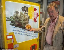Chip Vending Machine Unique Fast Frites Belgian Vending Machine Dispenses CHIPS Daily Mail Online