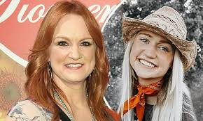 The Pioneer Woman's Ree Drummond's <b>19</b>-<b>year</b>-old daughter Paige ...