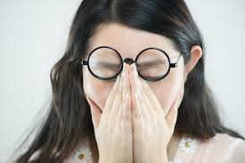 Flickering Lights In Vision Seeing Flashing Lights In Eyes Eye Flashes Causes Treatment