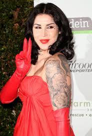 есть тренд татуировки на лице Buro 247