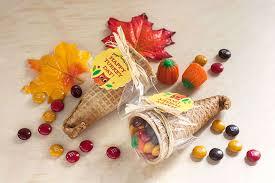 thanksgiving table favors. 1. Candy Cornucopia Thanksgiving Table Favors I
