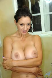 XXX porn dot stampi Totally naked busty milf stuffs her hairy.