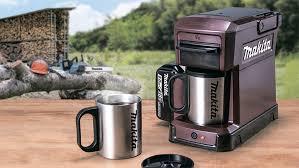 <b>Портативная кофеварка</b> Makita CM501D не боится воды и ...