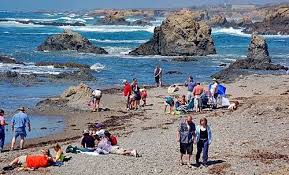 glass beach huge visitors tags california