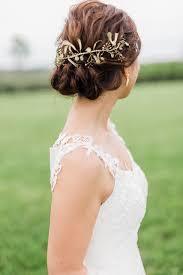 ヘッドドレスはゴールドを選んで抜け感のあるおしゃれウェディングに