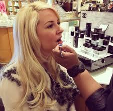 kim bi getting her makeup done by deidra hamilton at chanel perimeter counter