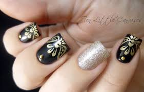 Weekly Mani: Elegant black with gold stamped tips
