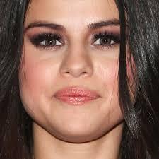 selena gomez makeup black eyeshadow bronze eyeshadow taupe eyeshadow eyeshadow clear lip gloss lipstick steal her style