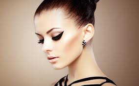 how to apply perfect eyeliner in hindi