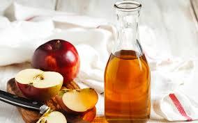 apple cider vinegar baths why you need to start taking them reader s digest