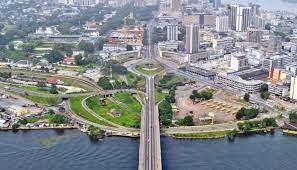 25 قتيلا في تصادم حافلتين في ساحل العاج