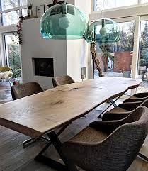 Esszimmer Holz Sitzgruppe Kamin Blaue Wand Farbe Design