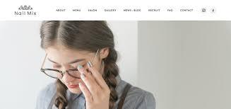 ネイルの写真でカラフルなデザインにしたサロンのサイトが可愛くて
