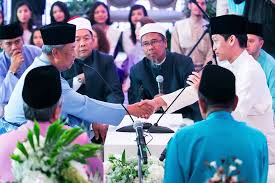 Muhyiddin took office on sunday after what has been described as the longest week in malaysian mahathir disputed that muhyiddin has the full support of all ppbm mps, as six representatives. Tan Sri Muhyiddin Yassin Daughter Big Day