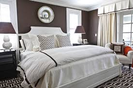 brown and white bedroom ideas. photo: hookedonhouses.net brown and white bedroom ideas