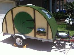 Camper Trailer Built Tiny Travel Trailer Made To Look Like Hobbit Hole xpost Diy Treehugger Built Tiny Travel Trailer Made To Look Like Hobbit Hole x