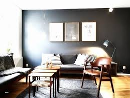 Das wohnzimmer ist der mittelpunkt einer jeden wohnung, nicht zuletzt, da es heute häufig das klassische esszimmer und eine schöne sofalandschaft in sich vereint. Wandfarbe Wohnzimmer Dunkle Mobel