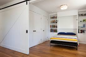 guest room that can be easily integrated into the living area thanks to the sliding door