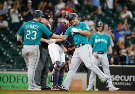 Astros suffer 11th-inning loss to ...