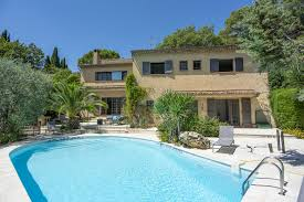 villa de vacances avec piscine en