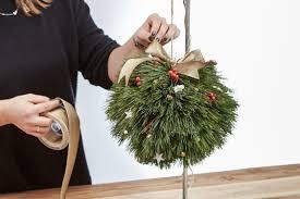 Weihnachtliche Diy Pompoms Aus Nadelzweigen Weihnachten