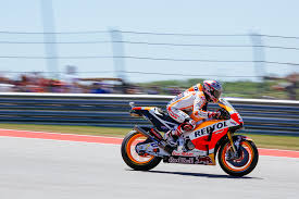 motogp grand prix of the americas photo essay texas highways marc marquez heading towards turn two during the opening laps of the race