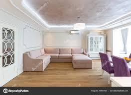 Moderne Wohnzimmer Interior Design Mit Lila Sofa Und Einen