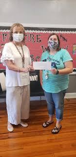 ARC director, Janie Curtis presents Amy... - Graham Elementary School |  Facebook